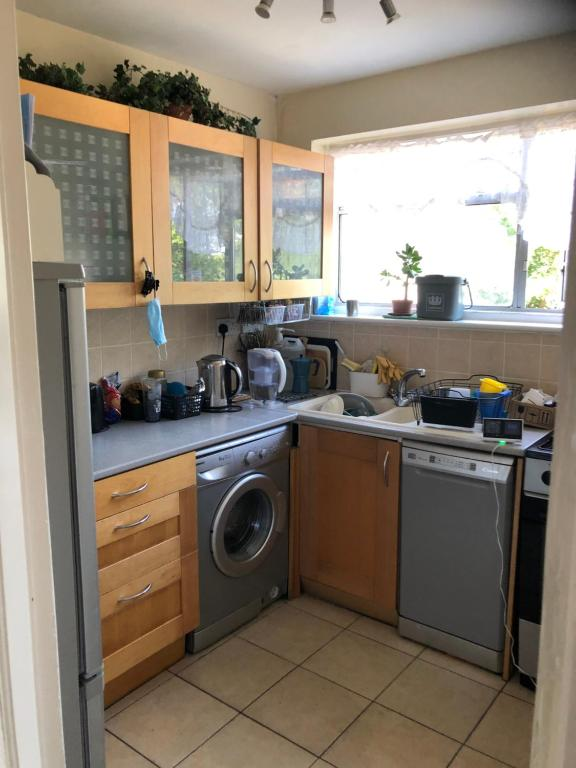 A kitchen or kitchenette at Wellness Haven Micro Pop-up Hostel Catford