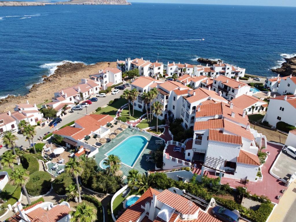 A bird's-eye view of Apartamentos El Bergantin Menorca Club