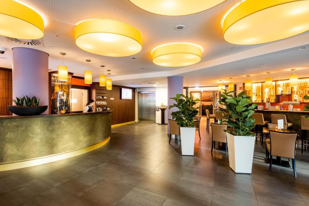 The lobby or reception area at Stadthotel am Römerturm