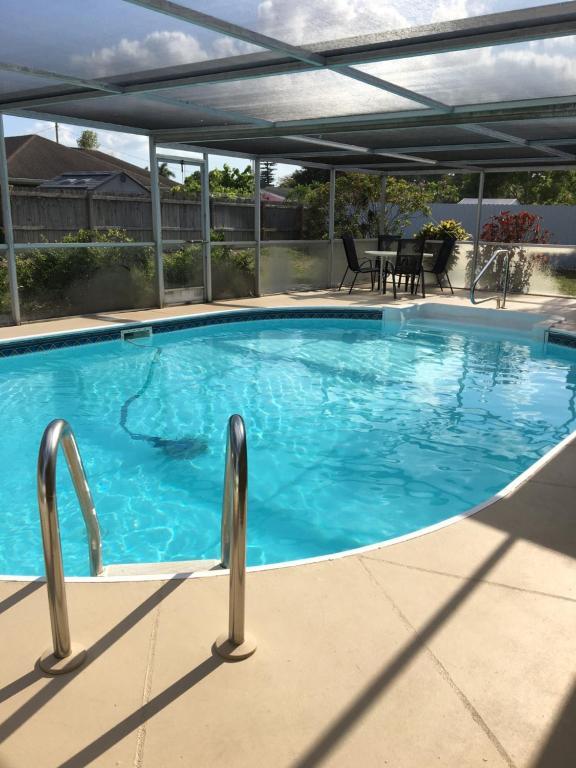 Der Swimmingpool an oder in der Nähe von VERY NICE ROOM !!!!!!