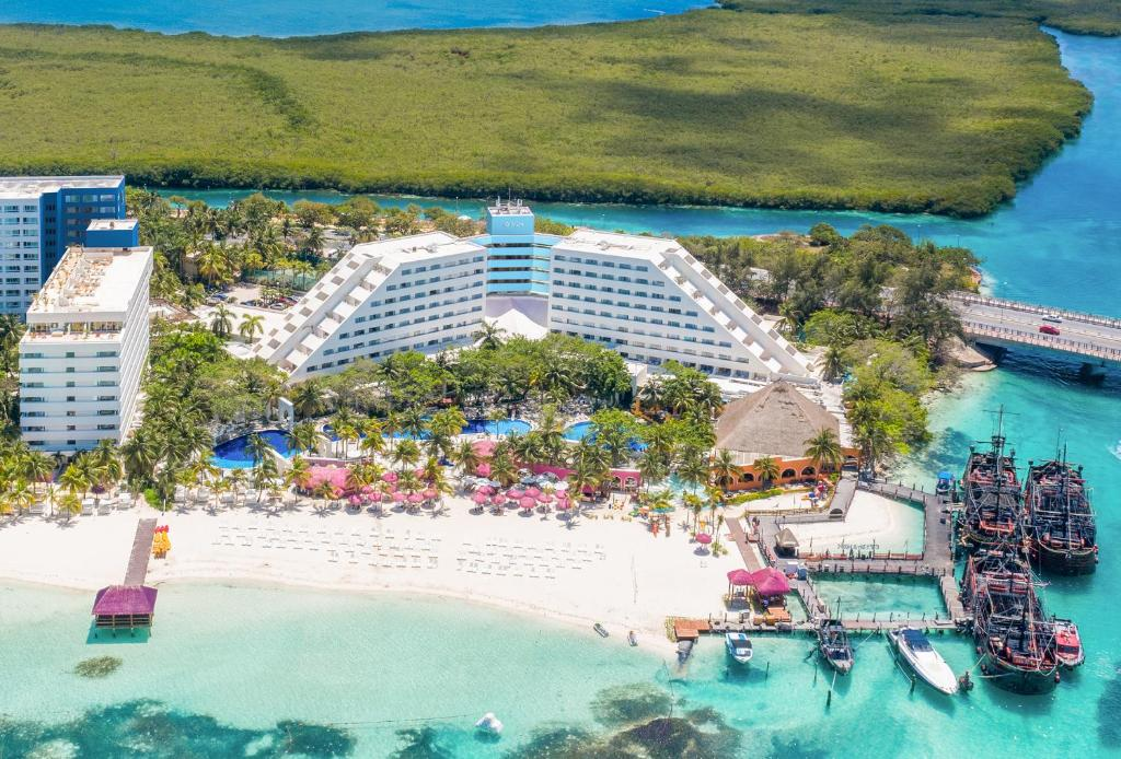 A bird's-eye view of Oasis Palm - All Inclusive