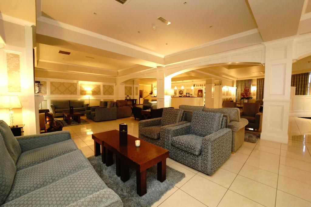 The lounge or bar area at Killarney Riverside Hotel