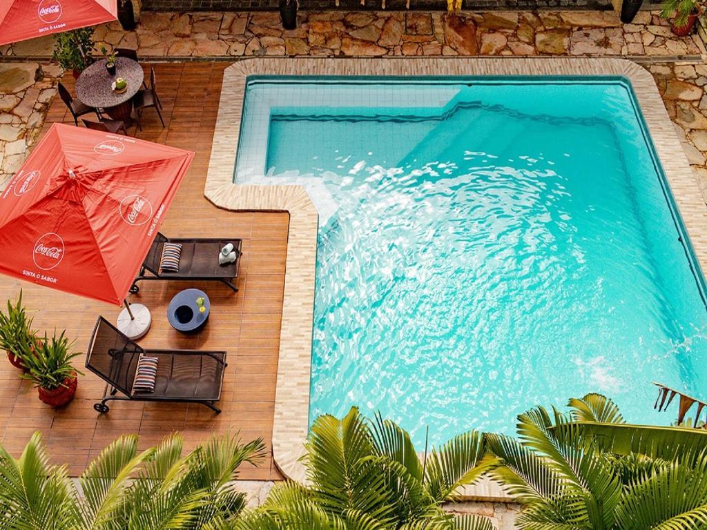 Uma vista da piscina em Recanto da Orla ou nos arredores