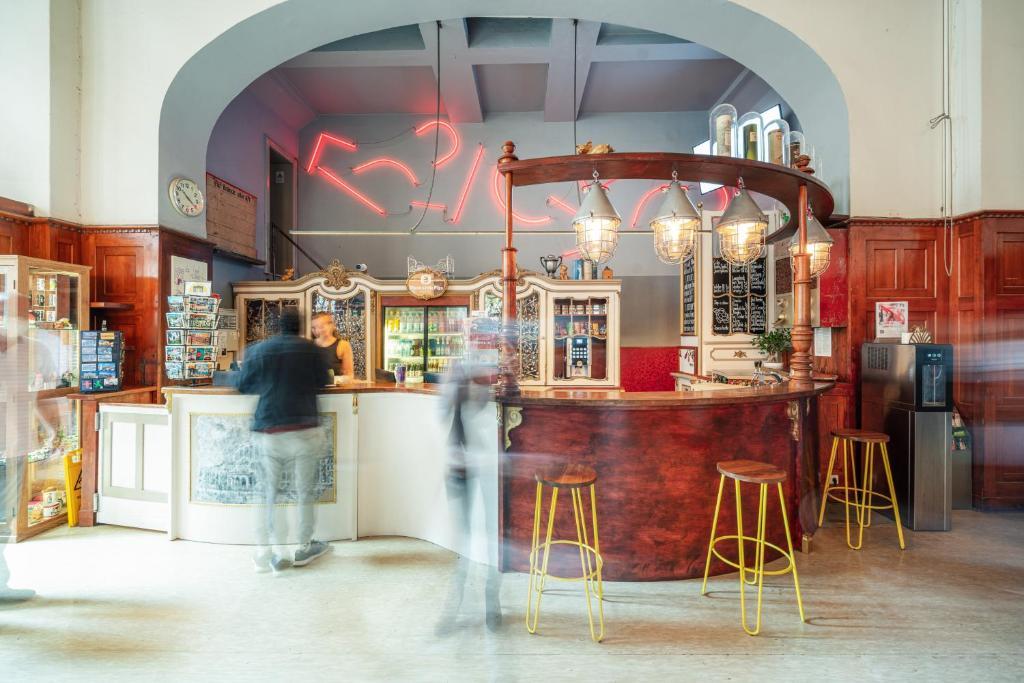 Lounge oder Bar in der Unterkunft Three Little Pigs Hostel - Your Berlin Castle