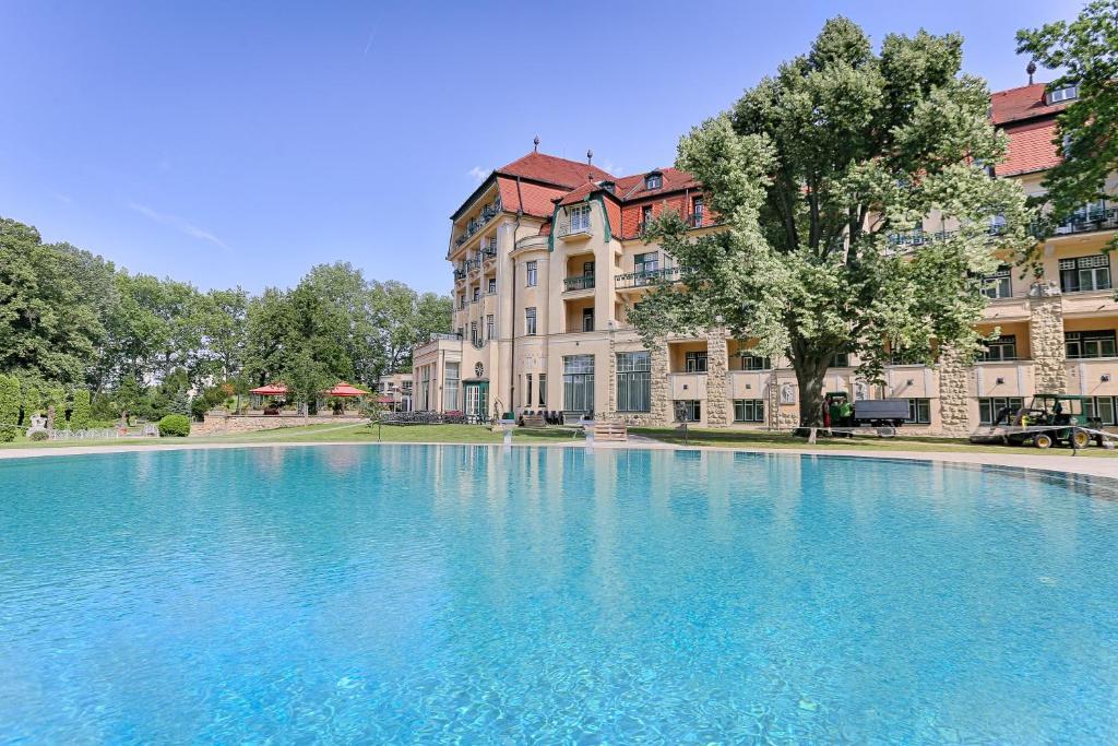 The swimming pool at or near Thermia Palace Ensana Health Spa Hotel