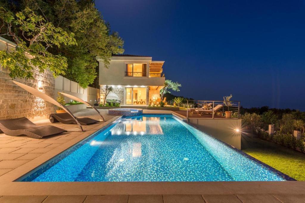 Luxury Villa Crystal Blue