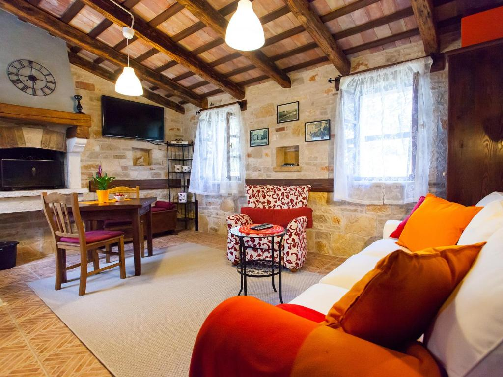A seating area at Sun Garden Premium Apartments