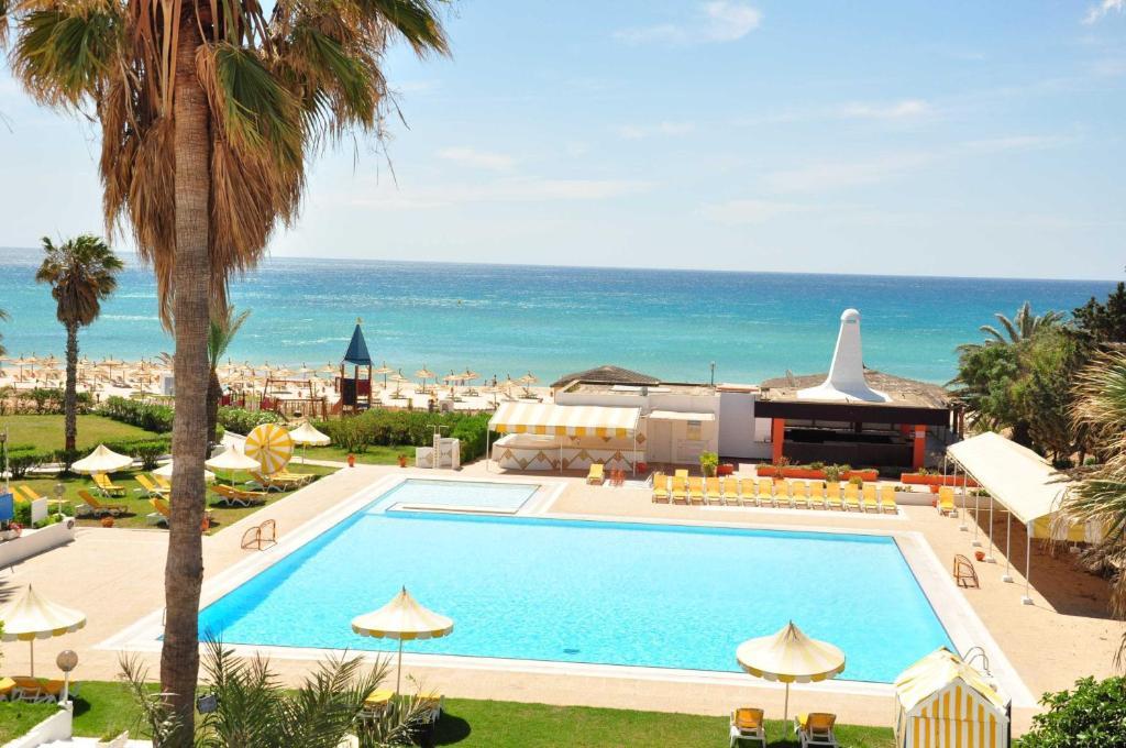منظر المسبح في Hotel El Fell او بالجوار
