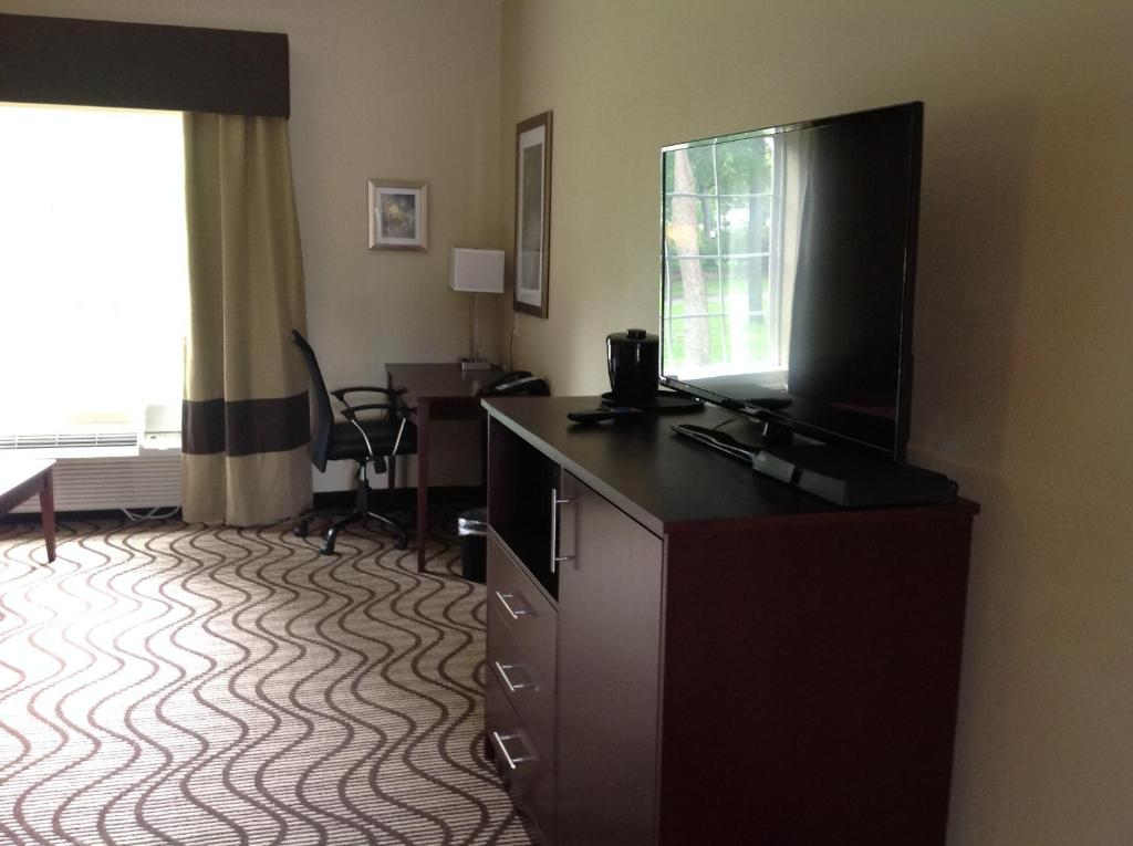 A television and/or entertainment center at Executive Inn and Suites Jefferson