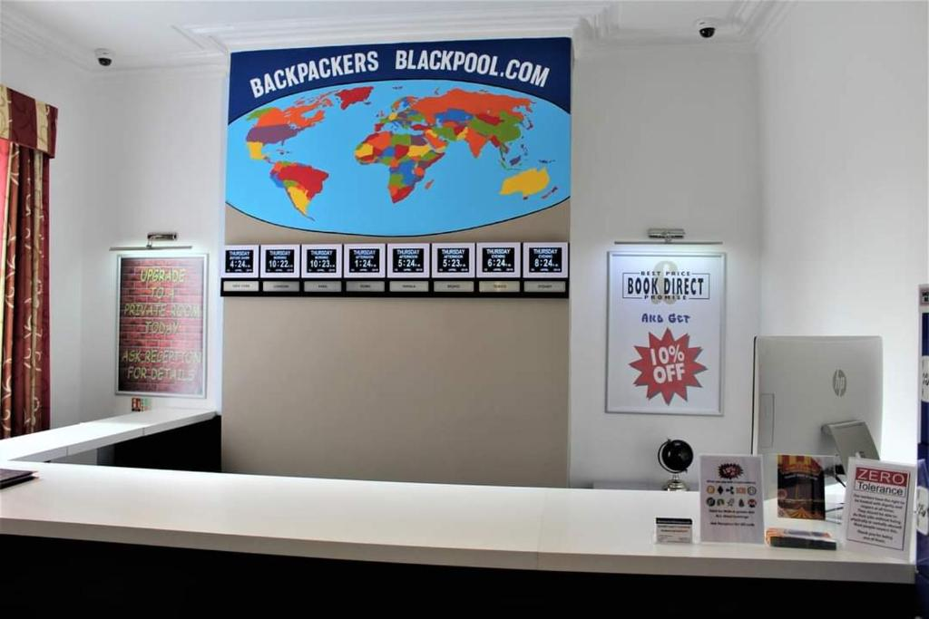 The lobby or reception area at Backpackers Blackpool - Family friendly