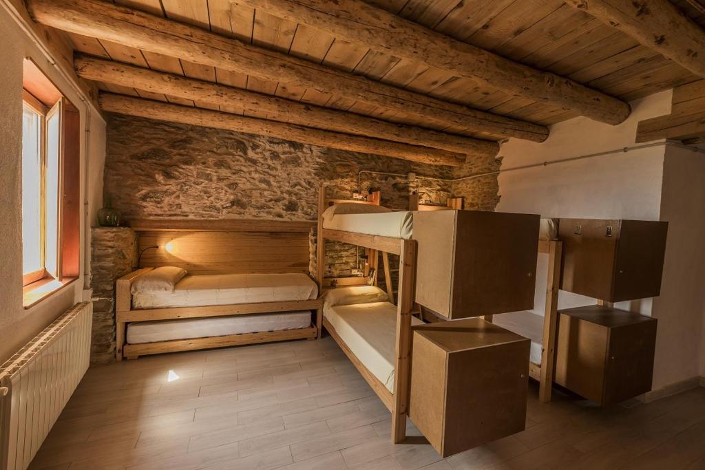 A bunk bed or bunk beds in a room at El Cabirol