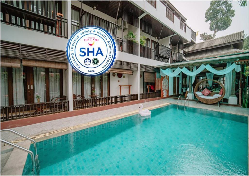 Der Swimmingpool an oder in der Nähe von Baan Huenphen