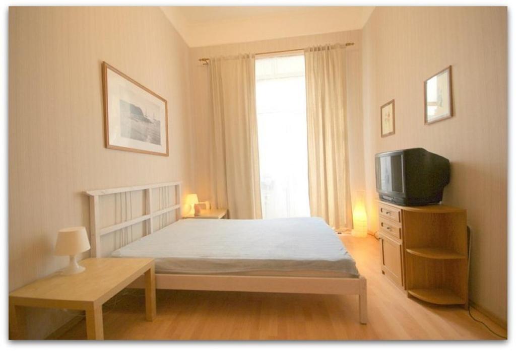 Кровать или кровати в номере Sutkispb на Троицком