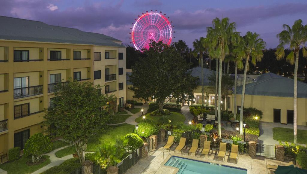 A view of the pool at Courtyard Orlando International Drive/Convention Center or nearby