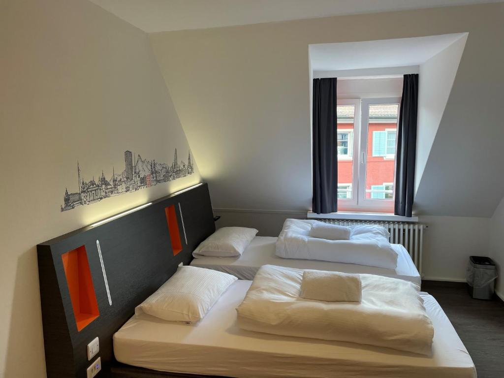 A bed or beds in a room at easyHotel Zürich Limmatplatz