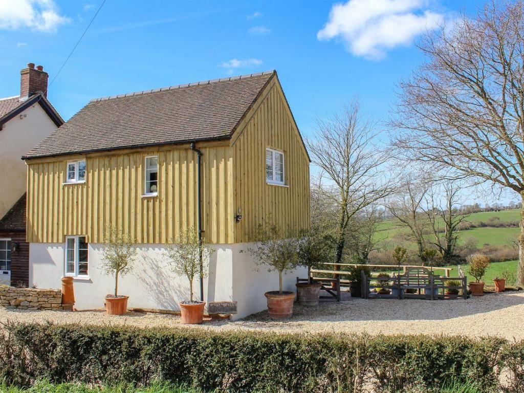 Green Oak Cottage in Cucklington, Somerset, England