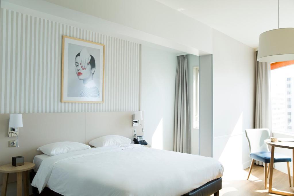 Een bed of bedden in een kamer bij Aparthotel Adagio Paris Centre Tour Eiffel