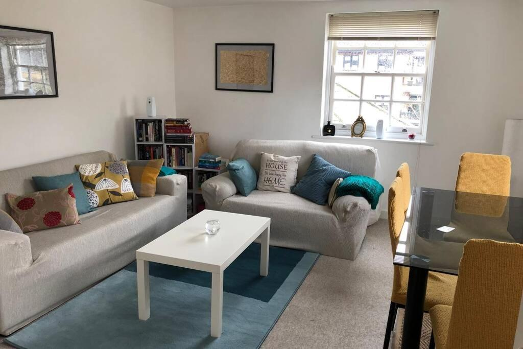 A seating area at Quiet Private Entrance with Spacious One Bedroom