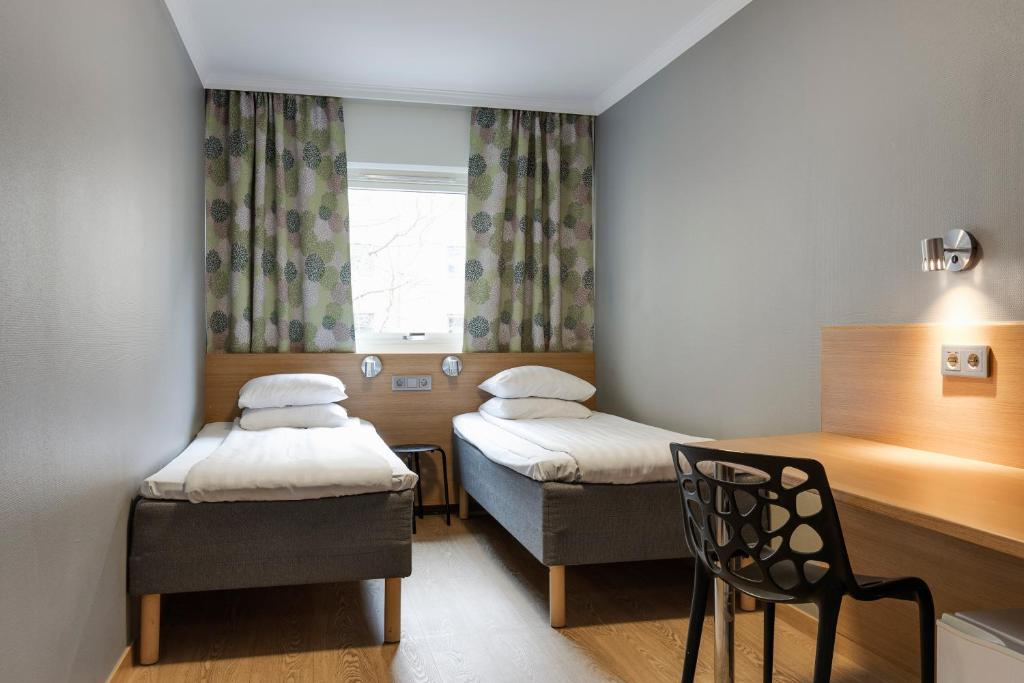 A bed or beds in a room at Göteborgs Mini-Hotel