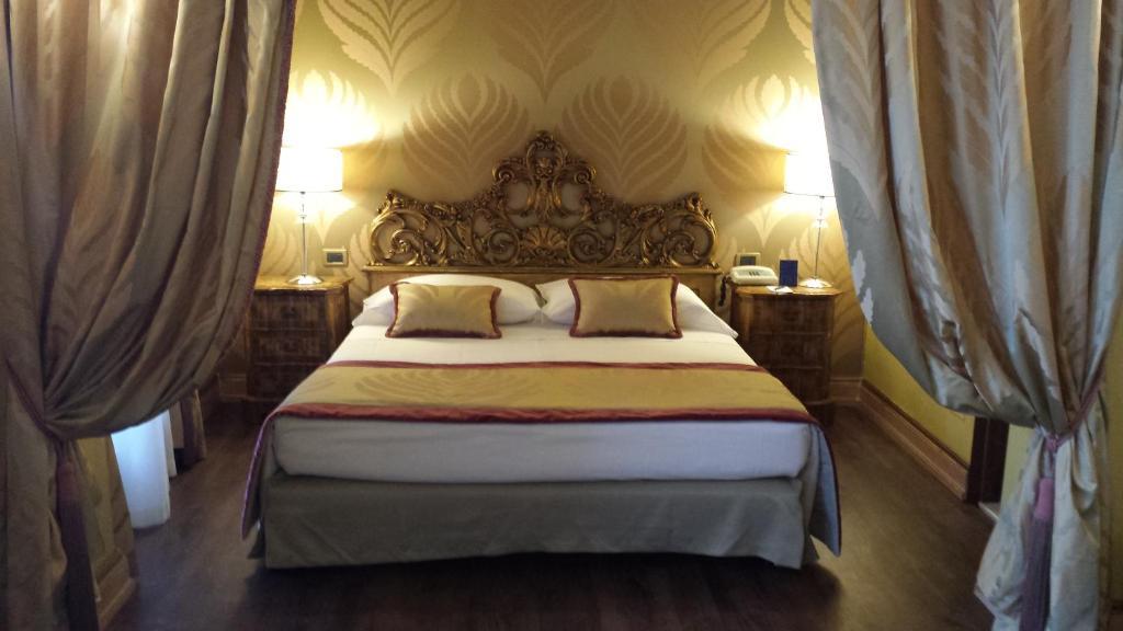 Cama ou camas em um quarto em Hotel Amadeus
