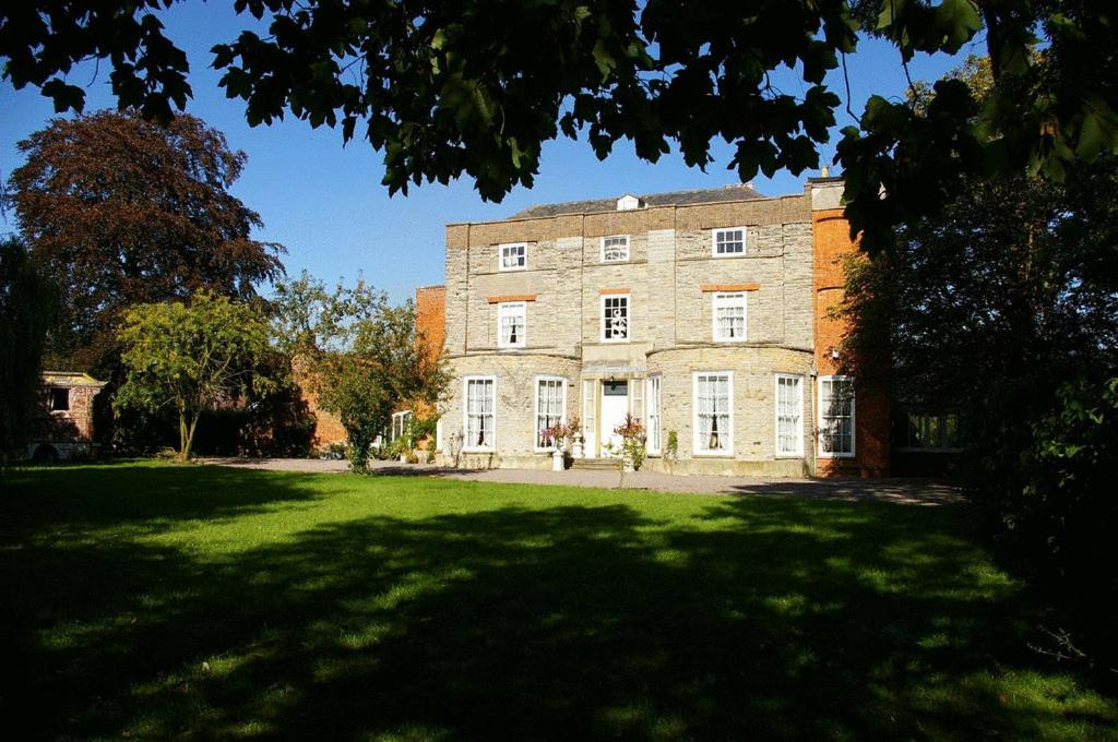 Priory House and the Oriental Brewhouse - Laterooms
