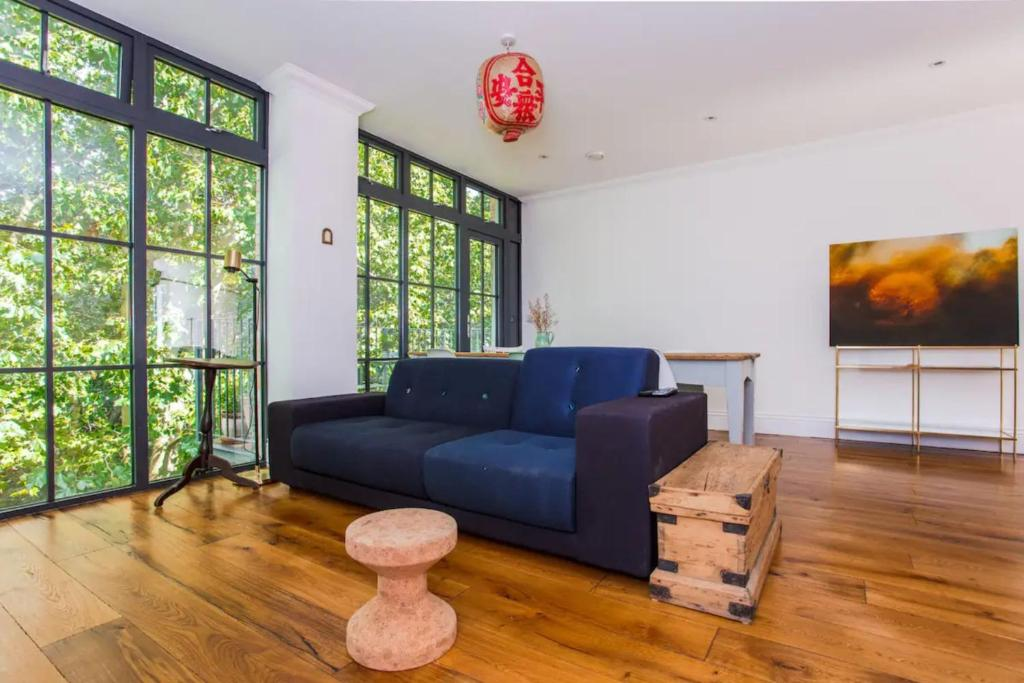 A seating area at Cosy 2 Bedroom Flat with Great Outdoor Balcony