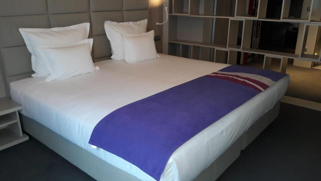 A bed or beds in a room at Hotel Colors Inn