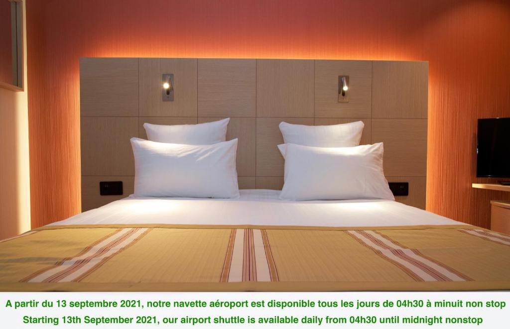 A bed or beds in a room at Nash Airport Hotel