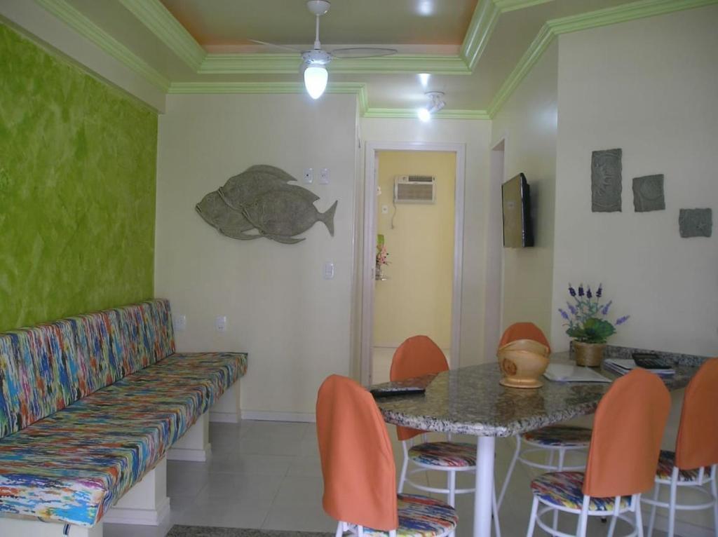 A seating area at Apartamento Meia Preia