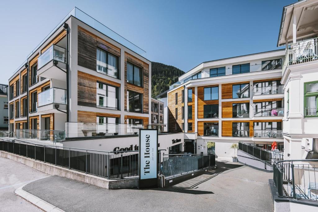 The House Zell am See (ex Mountain Lake Resort) during the winter