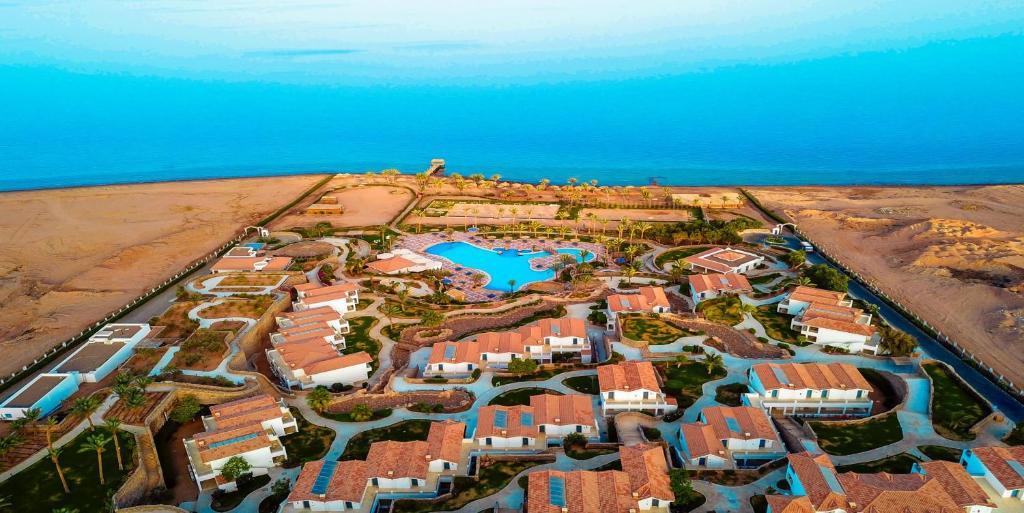 Een luchtfoto van Ecotel Dahab Bay View Resort