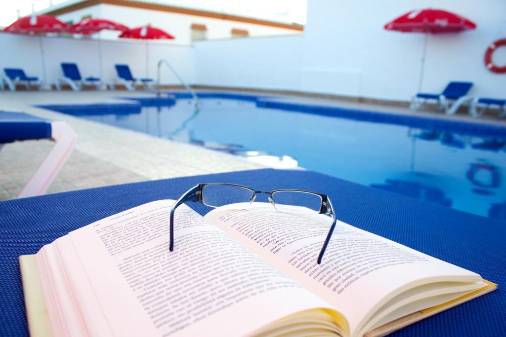 Het zwembad bij of vlak bij Villa la Dehesa