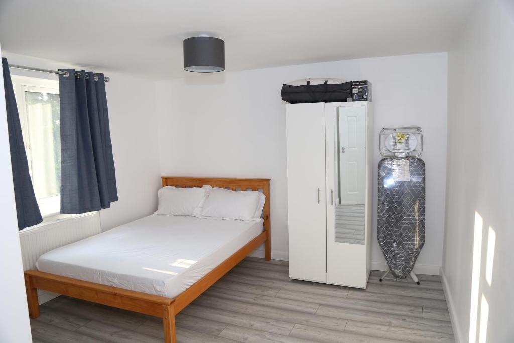 A bed or beds in a room at Roundway Villa
