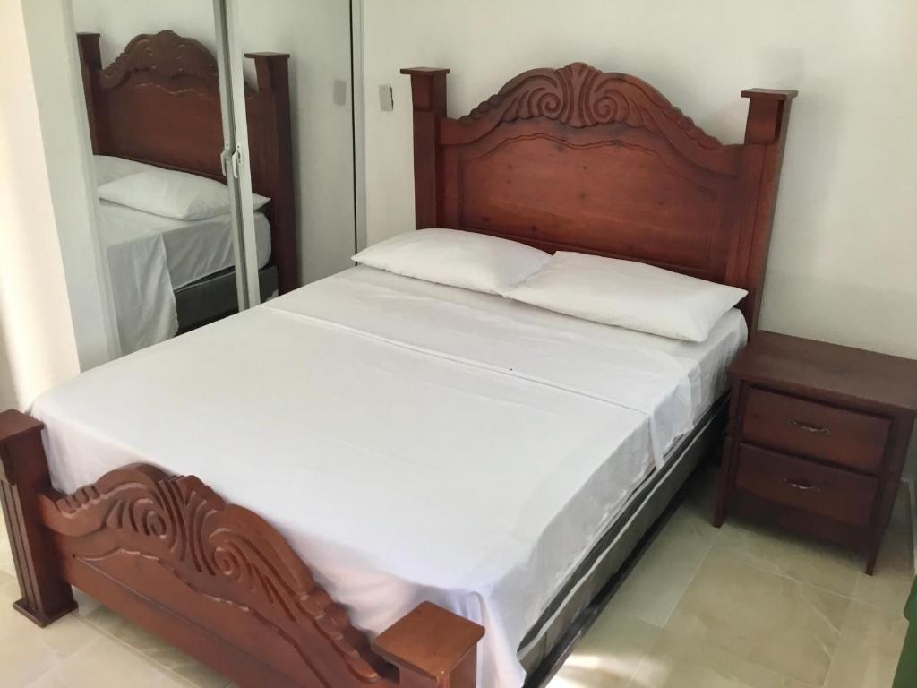 En eller flere senge i et værelse på Aparthotel El Sol affordable local Apartments by Airport SDQ