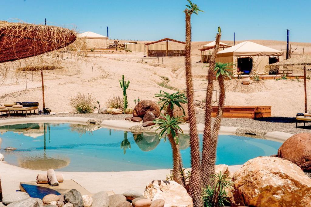 Vue sur la piscine de l'établissement Inara Camp ou sur une piscine à proximité