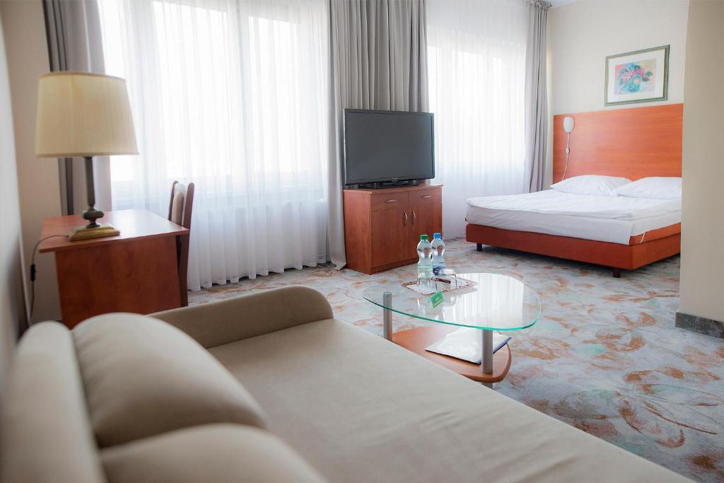 Łóżko lub łóżka w pokoju w obiekcie Hotel Włókniarz