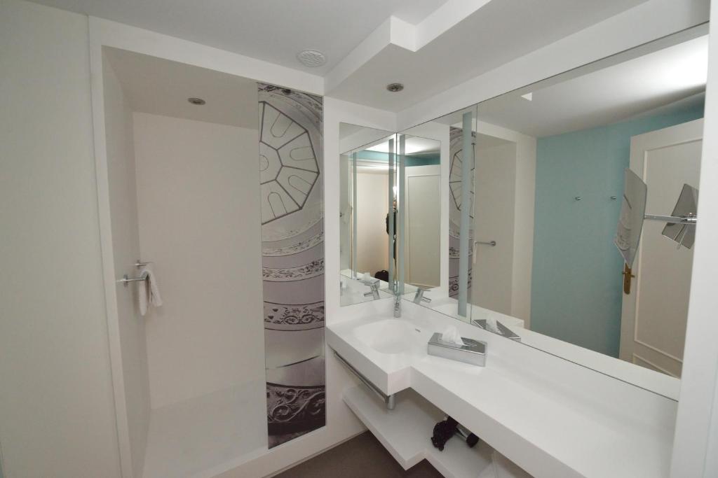 Salle de bains dans l'établissement Mercure Lyon Centre Beaux-Arts