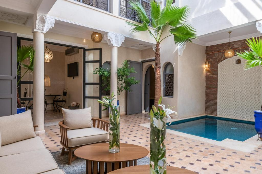 Der Swimmingpool an oder in der Nähe von Riad Beldi