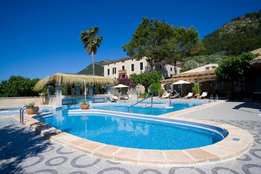 Der Swimmingpool an oder in der Nähe von Monnaber Nou Finca Hotel & Spa