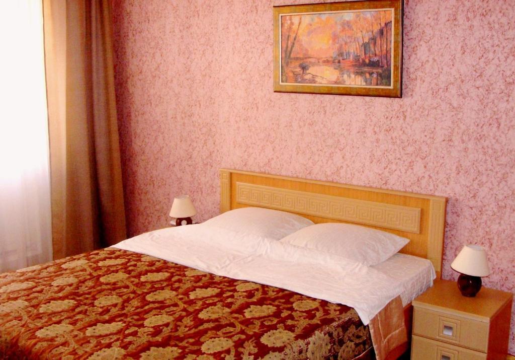 Кровать или кровати в номере АпартОрел Академия