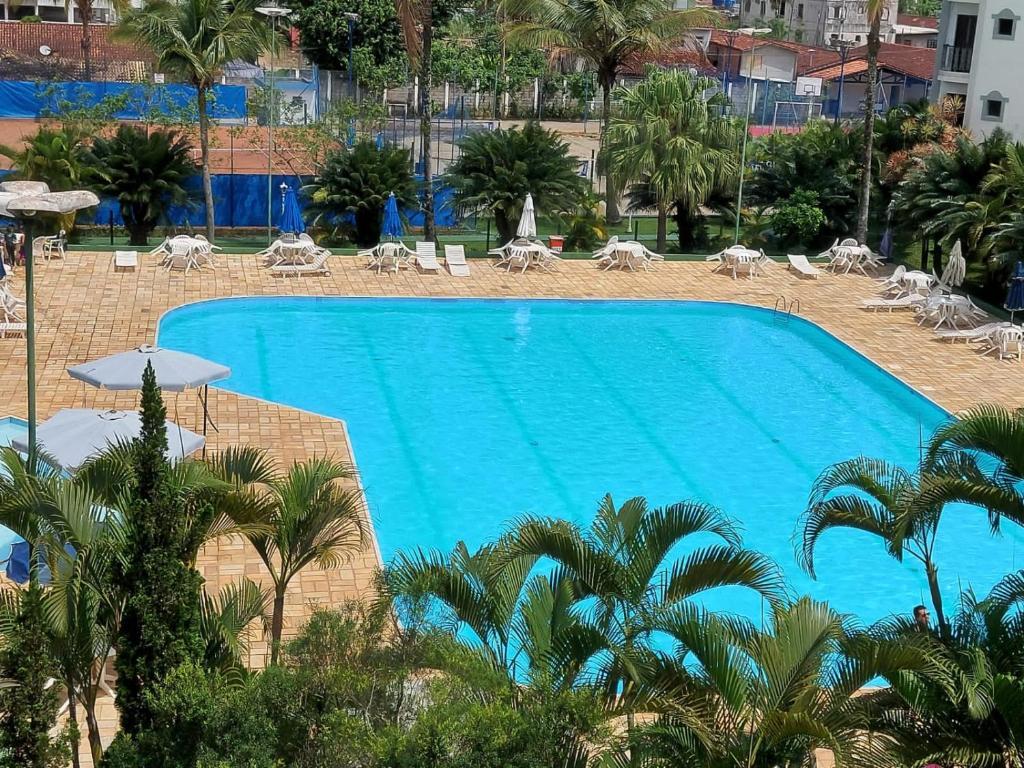 Uma vista da piscina em Apartamento Wembley Tenis - H402 ou nos arredores