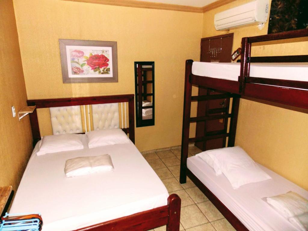 A bunk bed or bunk beds in a room at Léa Pousada