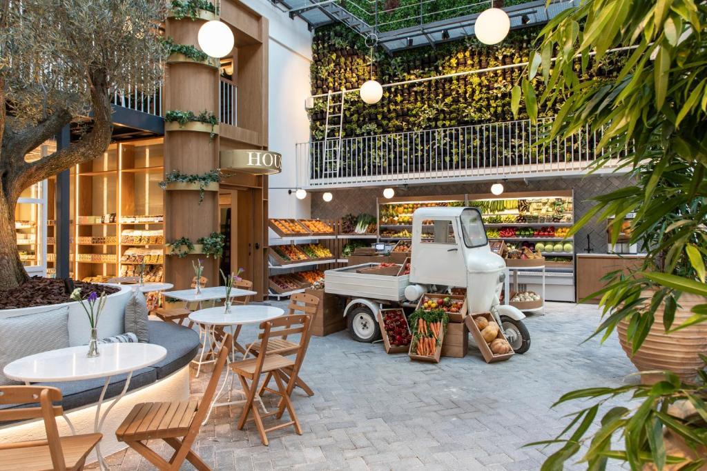 מסעדה או מקום אחר לאכול בו ב-Ergon House