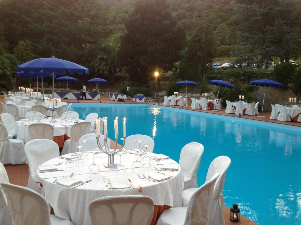 A restaurant or other place to eat at Park Hotel Napoleone