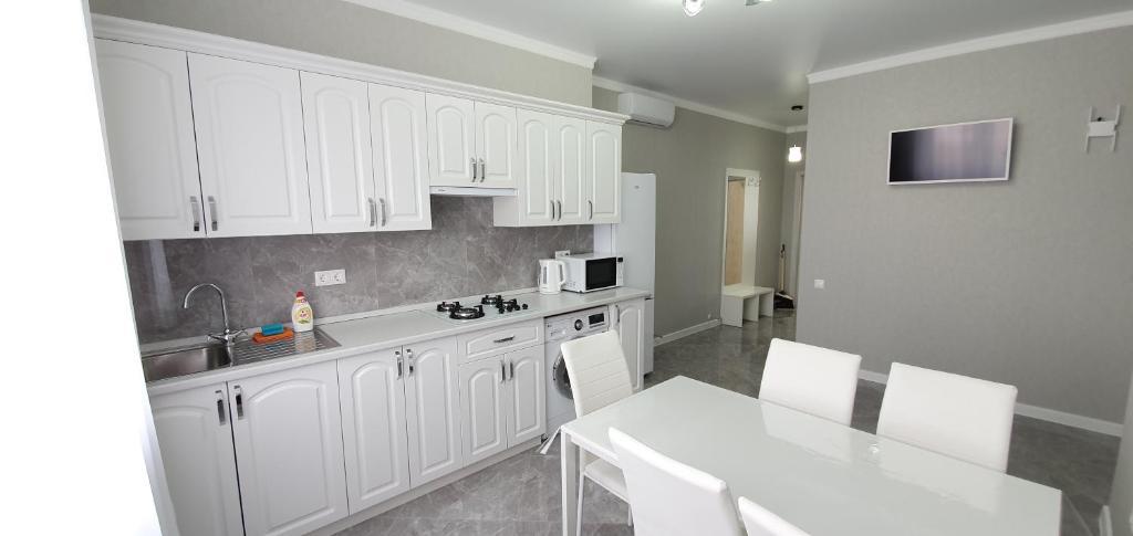 Кухня или мини-кухня в Apartaments Vityzevo
