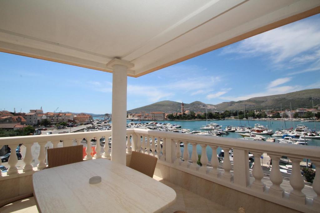 A balcony or terrace at Hotel Trogir Palace
