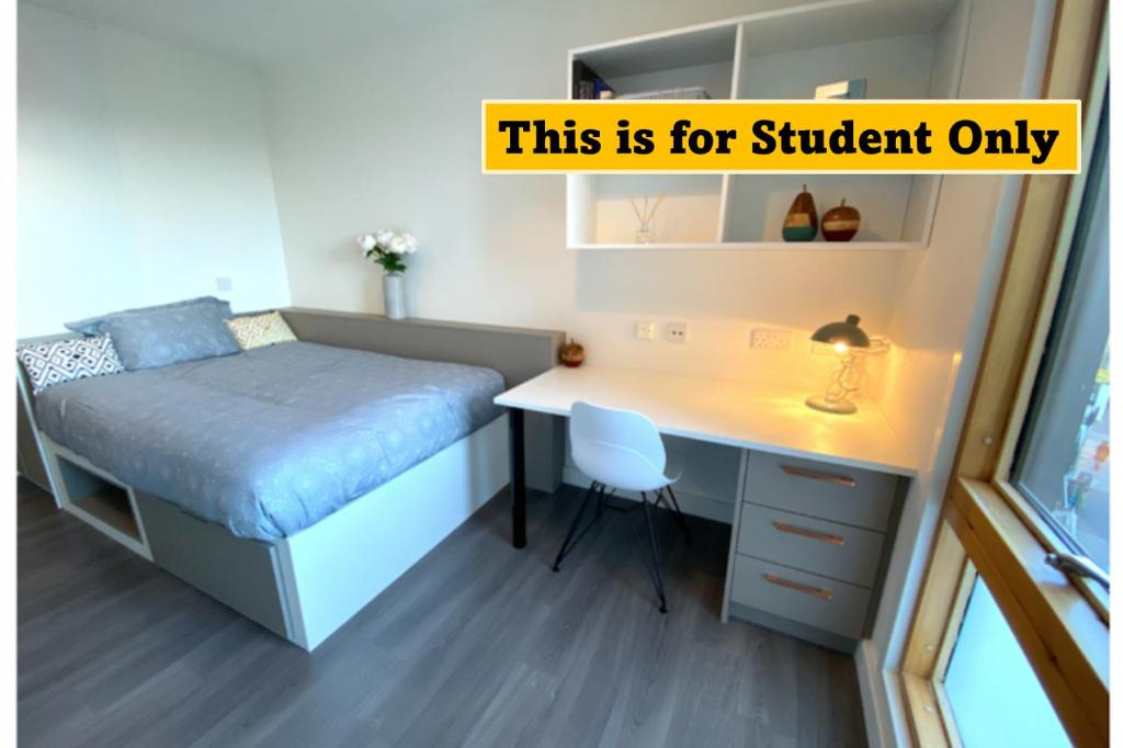 A bed or beds in a room at En Suite Rooms for STUDENTS ONLY, NEWINGTON GREEN - SK