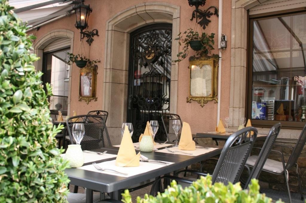 Ein Restaurant oder anderes Speiselokal in der Unterkunft Le Pavillon