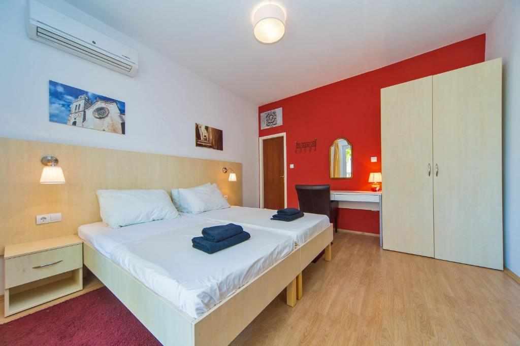A bed or beds in a room at Apartments Ante