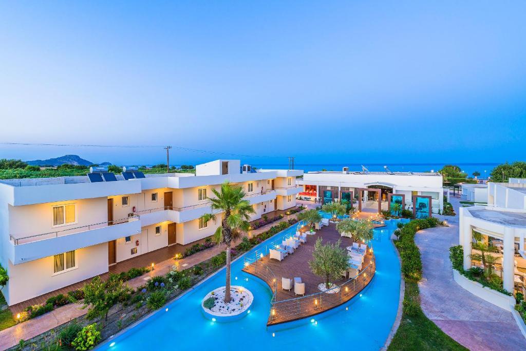Majoituspaikan Afandou Bay Resort Suites uima-allas tai lähistöllä sijaitseva uima-allas